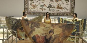 Şanlıurfada mozaik desenli kıyafet defilesi