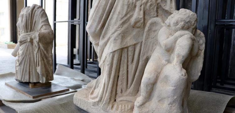 Anavarza Kalesinde  Hygieia ve Eros'un heykelleri bulundu