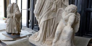 Anavarza Kalesinde Hygieia ve Erosun heykelleri bulundu