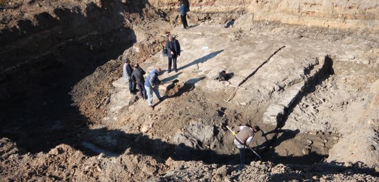 Konya'da park kazısında tarihi sur kalıntıları bulundu