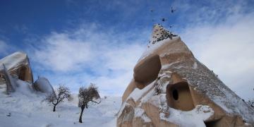 Kapadokya kar güzelliğine büründü
