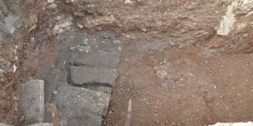 Tarsusta vakıf arazisinde 2 lahit bulundu