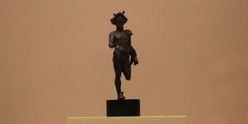 Tarlada bulduğu tarihi heykeli müzeye veren çiftçi ödüllendirildi