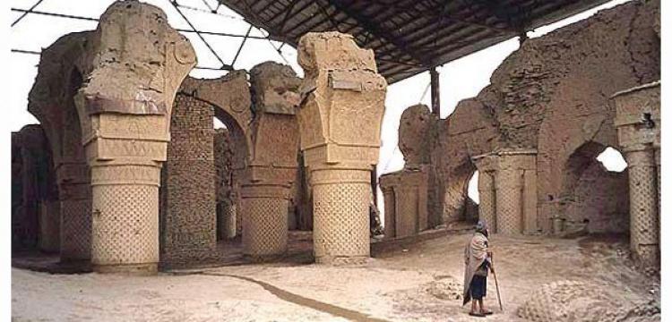 Afganistan'daki gizemli cami kalıntısı zamana direniyor