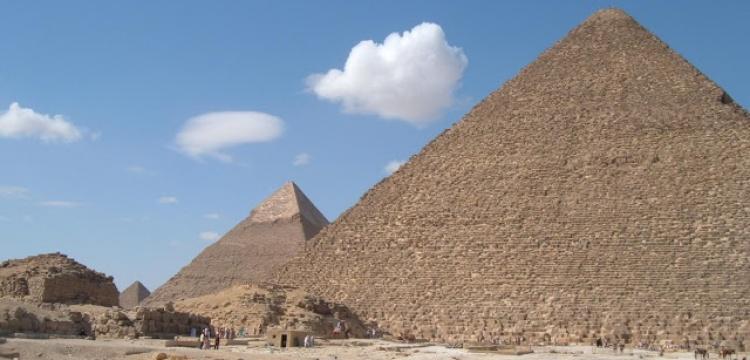 Mısır'da piramitlere yakın kaçak binalar affedilmedi