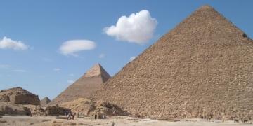Mısırda piramitlere yakın kaçak binalar affedilmedi