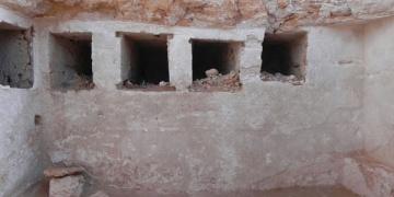 El-Alameynde 1800 yıllık kaya mezar bulundu