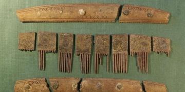 Danimarkada runik yazılı tarak ve kemik plaka bulundu