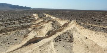 Antik Nazca Çizgilerine kamyonlu müdahale