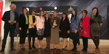 Jale İnan 2017 Yılın Kadını Ödülü Şahika Ercümene