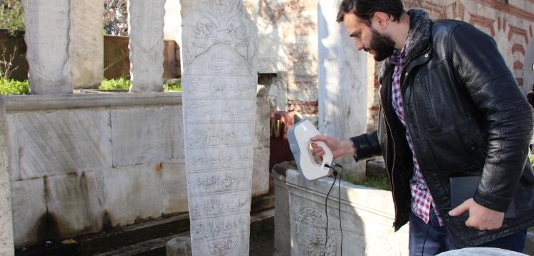 Eyüp'teki tarihi mezar taşları tek tek modelleniyor