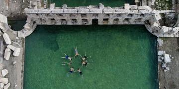 2 bin yıllık Roma hamamında kışın yüzme keyfi