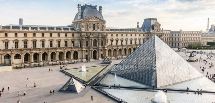 Louvre MÜzesİ geÇen yıl 10.2 milyon zİyaretÇİ İle rekor kırdı