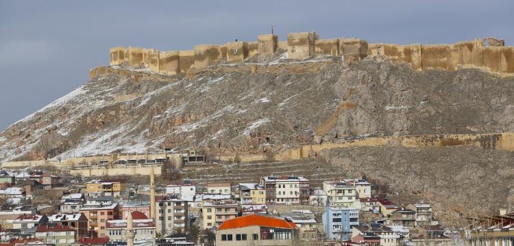 Bayburt Kalesinde iki yılda yüz arkeolojik buluntu ortaya çıkartıldı