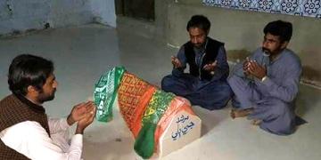 Pakistandaki tarihi kedi türbesine dua yağıyor