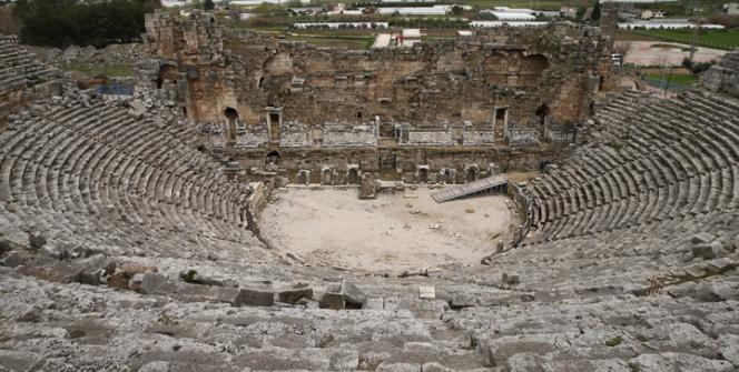 Perge Antik Tiyatrosu