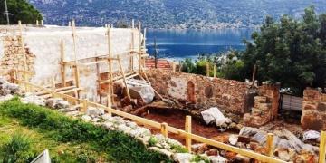 Antik tapınak duvarı için cami restorasyonu tartışması