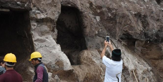 Bodrumda inşaat kazısında kaya mezarları bulundu