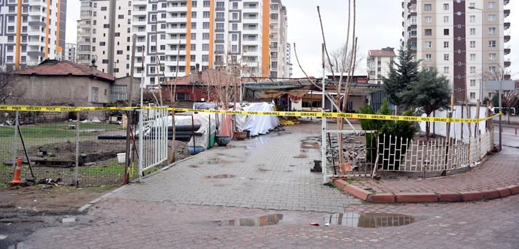 Kayseri'de gecekondunun altından 'yeraltı şehri' çıktı!