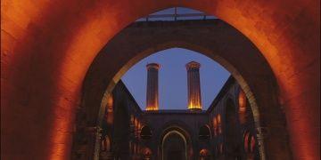 Anadolu Türk Mimarisinde taç kapılı medreseler