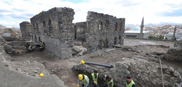 Kars'taki Beylerbeyi Sarayı'nda sarnıç keşfedildi