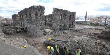 Karstaki Beylerbeyi Sarayında sarnıç keşfedildi