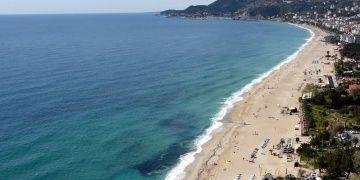 Avrupalılar Alanyadaki Kleopatra Plajına baylıyor