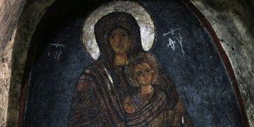 Gülen Meryem Ana freski ve Gümüşler Manastırı