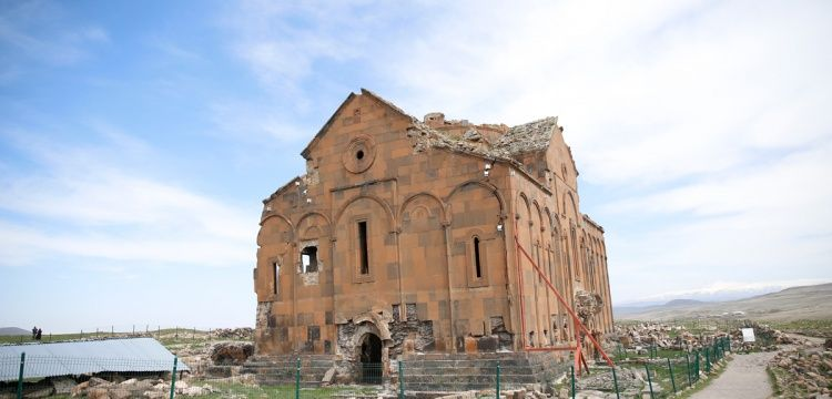 Ani'deki Büyük Katedral (Fetih Camisi) restore edilecek