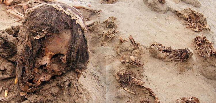 Peru'da kalbi sökülmüş çocuk kurban iskeletleri bulundu