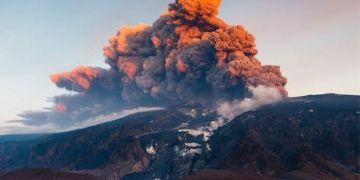 Hıristiyanlık, Pagan tanrılara volkanik patlamayla saldırmış