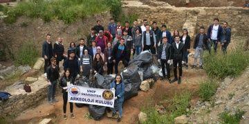 Arkeoloji Kulübü üyeleri çevre temizliği yaptı