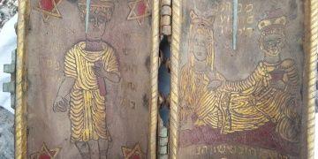 Altın sayfalı, zümrüt ve yakutla süslenmiş 2 Tevrat yakalandı