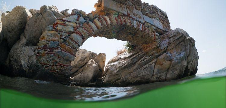 Bafa Gölünün dışı antik içi biyolojik zenginlik dolu