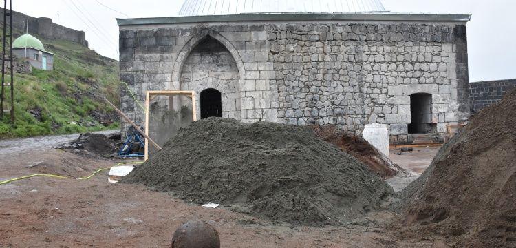Muradiye Hamamı'nda 30 kiloluk gülle bulundu