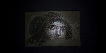 Çingene Kızı mozaiği, kayıp parçalarını bekliyor