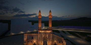 Prof.Dr. Erdal Eser: Çifte minarede bulunan tünel gizli geçit değil