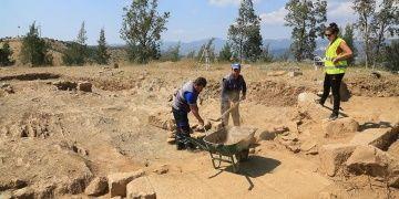 Milasta keşfedilen elips şekilli yapı arkeologları şaşırttı