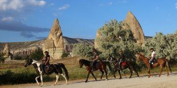 Kapadokya atlı turizminin Türk İşi kovboyu