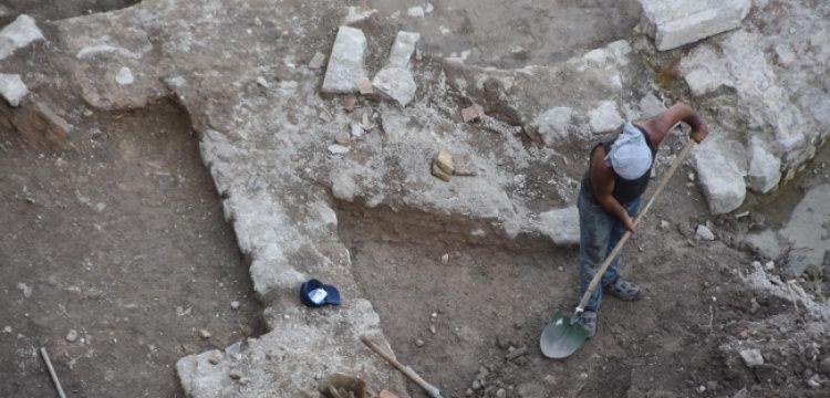 İzmir'de iş merkezi inşaatından arkeolojik kalıntılar çıktı