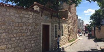 Mescidin çatısında amfora bodrumunda pagan mezarı bulundu