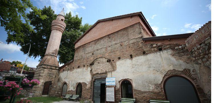 Ayasofya Orhan Camiisindeki restorasyon sorunları ufak tefekmiş!