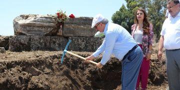 Pergede Plancia Magna Anıt Mezarının podyumu bulundu