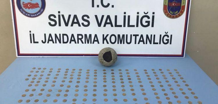Sivas'ta tarihi görünümlü 232 sahte sikke yakalandı