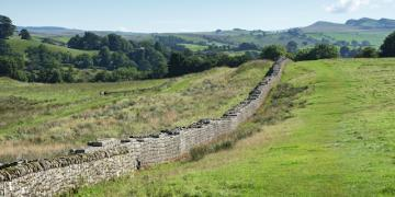 Defineciler Hadrian Duvarına musallat oldu