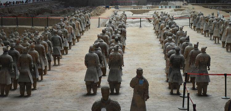 İmparator Çin Şıhuang'ın Terracotta Ordusu binlerce yıldır nöbette
