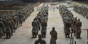 İmparator Çin Şıhuangın Terracotta Ordusu binlerce yıldır nöbette