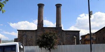 Erzurumdaki Çifte Minarenin çevresi düzenleniyor