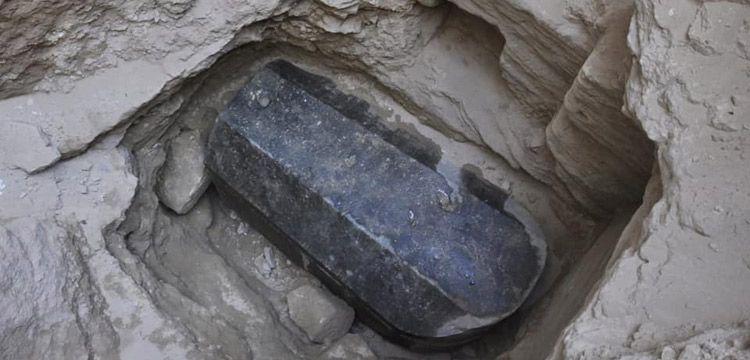 Mısır'da inşaat temelinde 30 tonluk mermer lahit bulundu