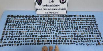 İzmirde bir evde 522si sikke 530u aşkın tarihi eser yakalandı